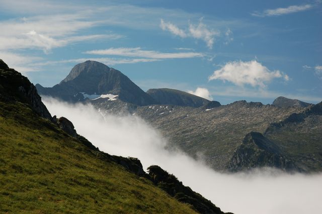 trek pyrenees valier